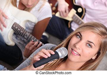 Instrumentos, adolescente, tocando, três