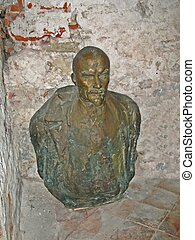 Rusty Lenin sculpture - Rusty aged Lenin sculpture in dirty...