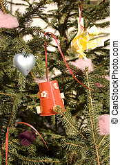 Christmas tree decorated with recycled objects - Photo of...