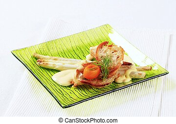 Asparagus and crispy bread - Appetizer - Asparagus spears...