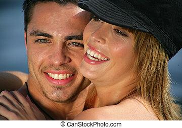 coppia, spiaggia, ridere