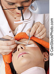 woman working on lash extensions