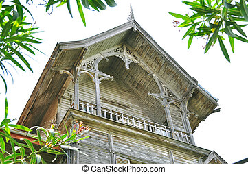 Old wooden villas - Dyes fallen, decayed wood of the old...