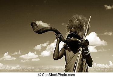 Masai, guerreira, tocando, tradicional, chifre