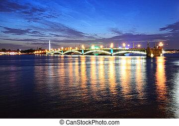 Night view of the Troitsky Bridge