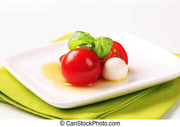Baby mozzarella and tomatoes