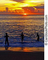 Pojkar, solnedgång, hav