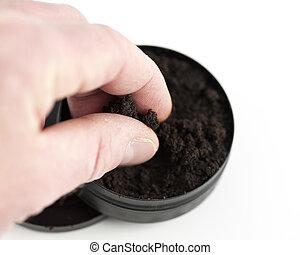 Pinch of moist snuff - A hand grabbing a pinch of moist...