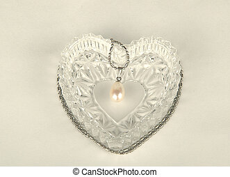 Pearl in the heart-shaped box - Pearl pendant on a chain in...
