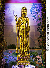 Guan Yin - The beautiful golden Guan Yin statue at Tien-Fa...