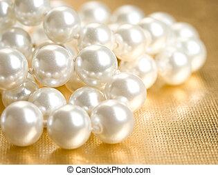 cuerda, perlas, dorado, superficie