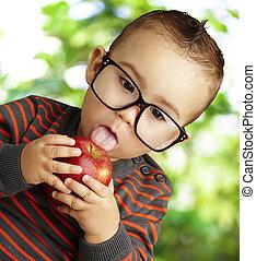 Llevando, guapo, manzana, Chupar, retrato, niño, rojo,...