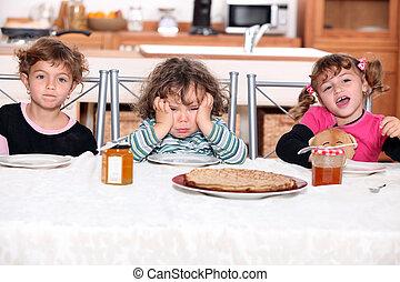 tres, niños, comida, Crepes
