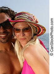 il portare, spiaggia, coppia, occhiali da sole