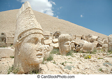 Monumental god heads, Mount Nemrut