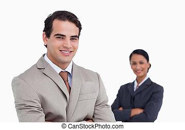 colega trabalho, atrás de, vendedor, sorrindo, ele