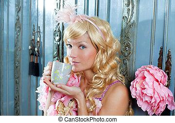loura, moda, princesa, mulher, bebendo, chá, ou,...