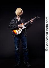 jovem, loura, homem, jogo, Guitarra, cosplay, personagem