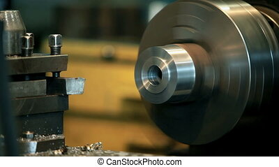 Machine tool - Changing the cutting tool on a lathe