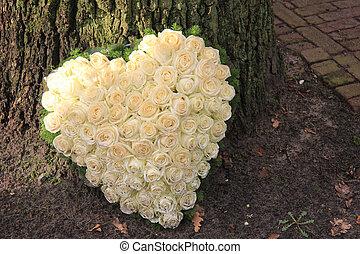 corazón, formado, condolencia, flor, arreglo
