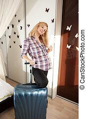 szőke, terhes, bőrönd