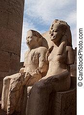 Tutankhamen, estatua,  nefertiti