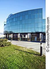 The blue glass to the sky - Vista di costruzione moderna in...