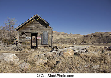 old abandoned delapitating shack