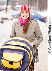 nő, babakocsi, Tél