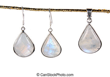 Moonstone Jewelery - A set of jewelery made of moonstones...