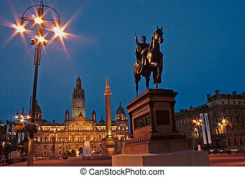 GLASGOW 45 - GLASGOW : GEORGE SQUARE IN THE MERCHANT CITY...