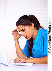 Enfermera, Utilizar, computador portatil