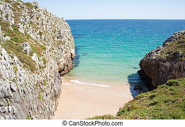 Nueva de Llanes beach - Beach, Nueva de Llanes. Asturias -...