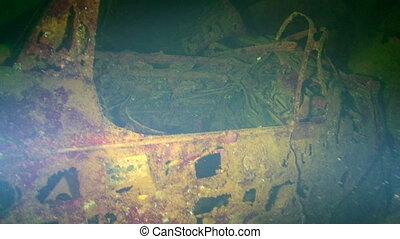 Sunken Aircraft in Truk Lagoon - Wreck diving, sunken...