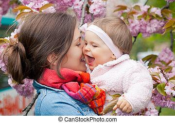 mãe, bebê, jardim
