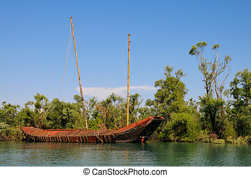 Abandon pirate ship - Old abandoned pirate ship wreckage