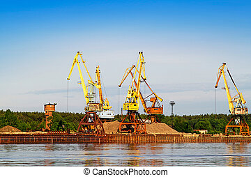 Port bulk crane and barge