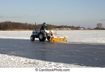 Cleaning ice with a machine - Cleaning outdoor ice on a...