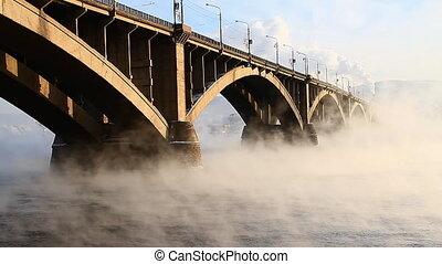 Bridge, mist 006