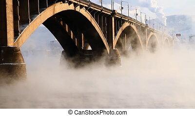 Bridge, mist 007