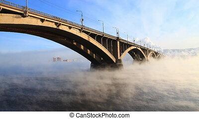 Bridge, mist 005