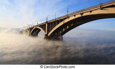 Bridge, mist 002