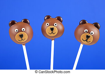 Bear cake pops - Tree round mini cakes covered with milk...