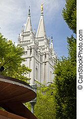 Famous Mormon Temple in Salt Lake C - Famous Mormon Temple...
