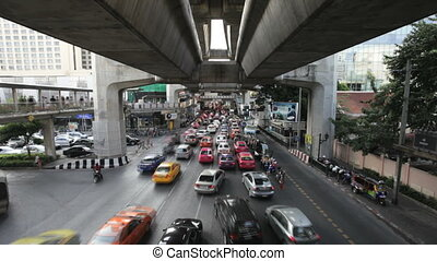 Timelapse of Bangkok traffic - Bangkok traffic under BTS...