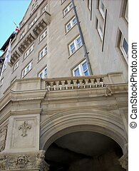 Historic Enterance of old building. - A very classy...