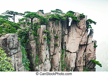 Huangshan set of peaks - Huangshan mountain peaks with trees...
