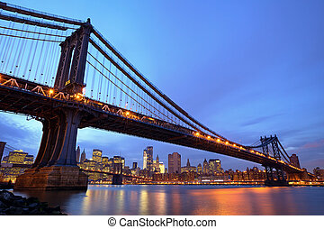 Manhattan Bridge with lower Manhattan skyline and Brooklyn...