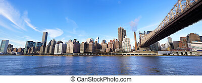 Midtown Manhattan panorama - Queensboro Bridge in Midtown...