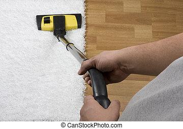 El limpiar con la aspiradora